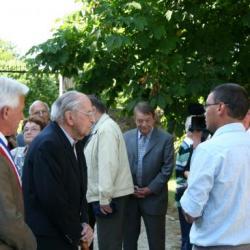 Retour de Mr Aubrac et son fils au châteaux de Villevieux 66 ans après