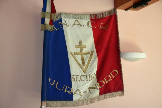 Drapeaux du comité Jura-Nord de l'ANACR