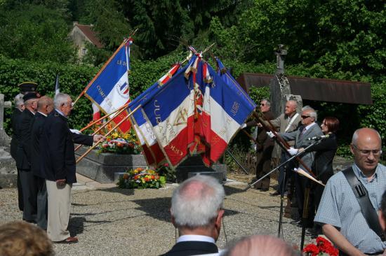 Cérémonie au cimetière de Chilly-le-Vignoble