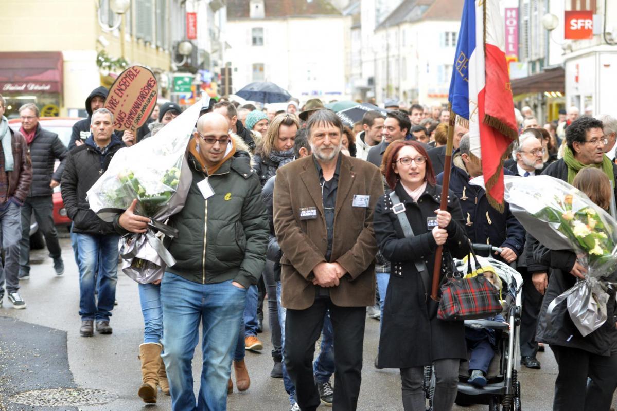 Tête de la manifestation lédonienne le 10 janvier, l'ANACR et SOS Racisme
