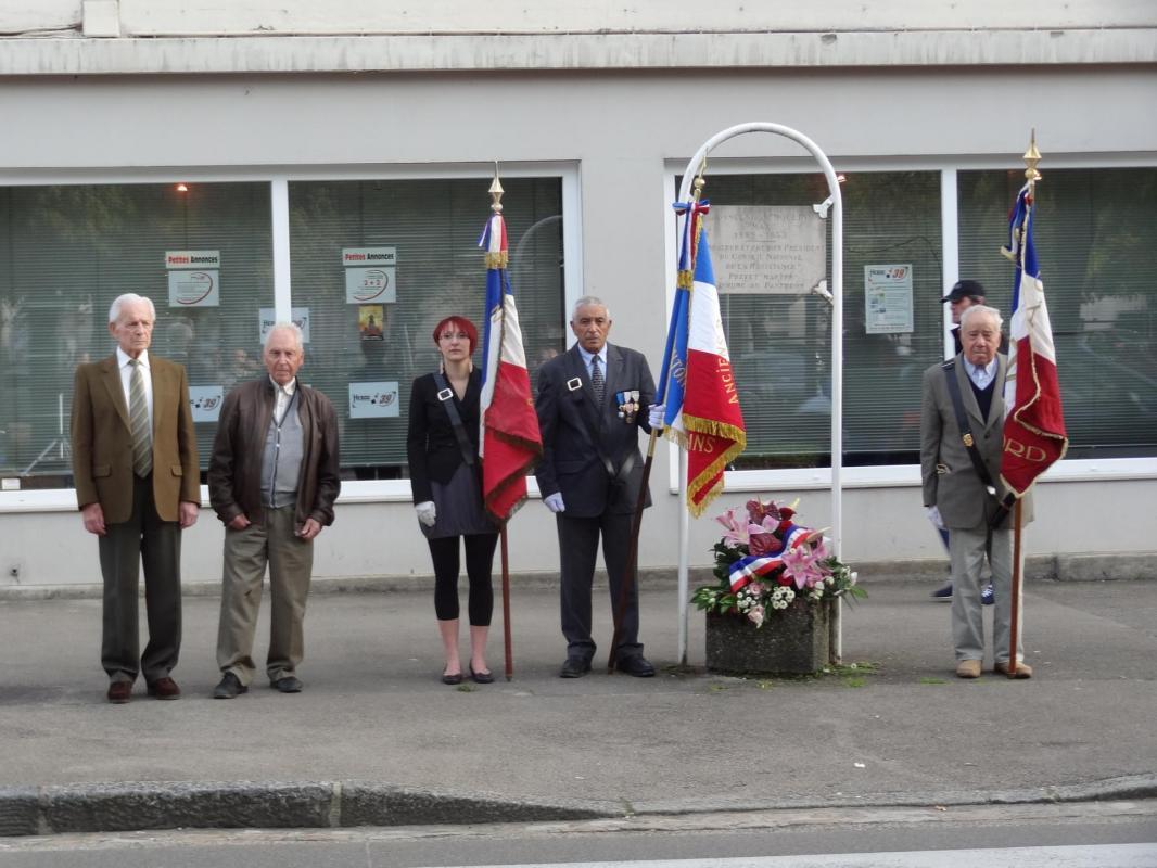Les porte-drapeaux et Résistants: Mr Loisy et Machuron