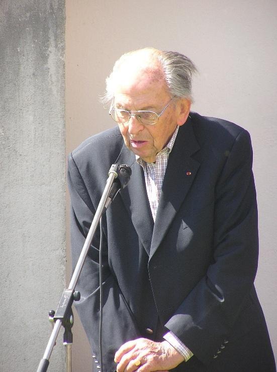 Raymond Aubrac cimetière de Villevieux - 2009